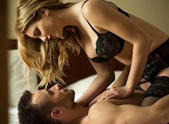 女友媽穿「深V性感內衣」勾引 鮮肉男嚇:不敢見她媽了