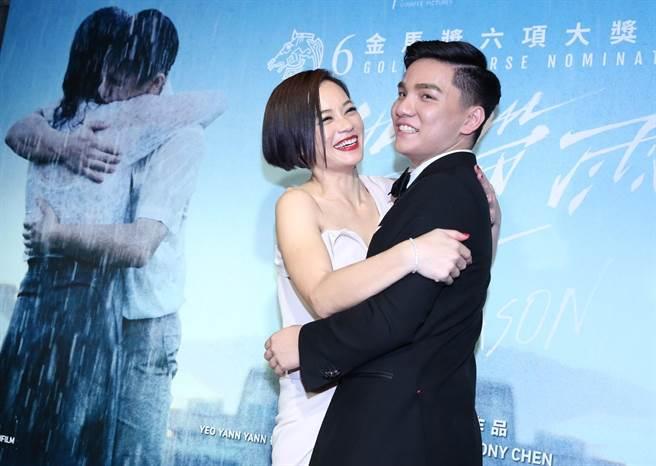 新科影后楊雁雁與許家樂重現片中「抱抱」的橋段。(陳俊吉攝)