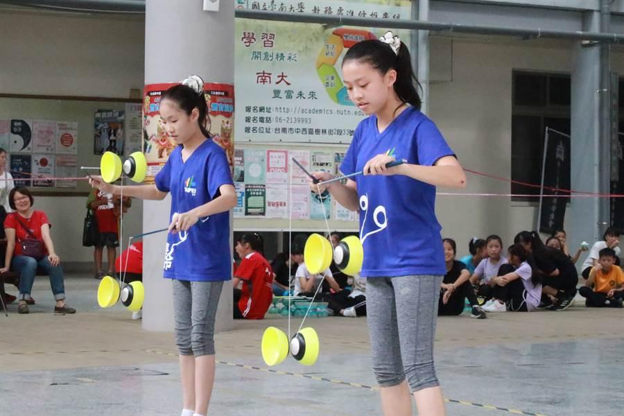108學年度全國各級學校民俗體育競賽,扯鈴是參賽人數最多的項目。(大會提供/陳筱琳傳真)