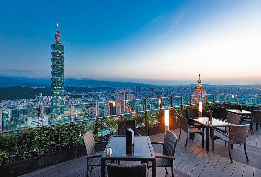 位於45樓的莫爾頓牛排館可欣賞台北101及美麗夜景,是許多饕客心中的浪漫景觀餐廳。(莫爾頓牛排館提供)