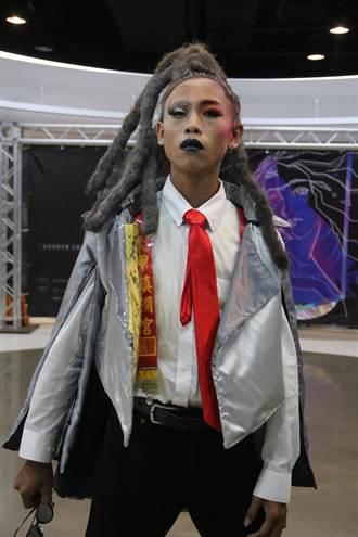 弘光妝品、美髮聯合畢展  遶境平安布條變時尚吊帶