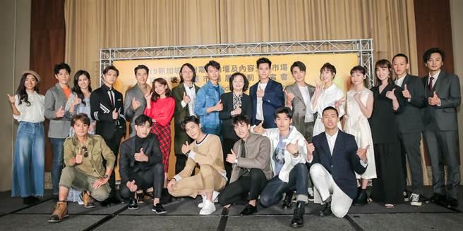 眾多劇組演員出席新加坡影視展行前記者會。(盧禕祺攝)