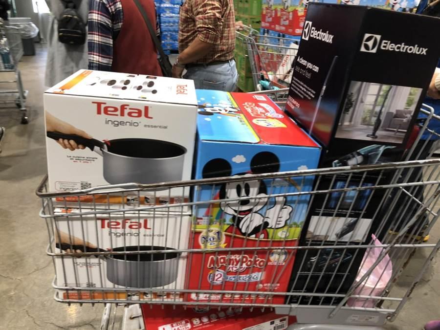 黑色購物節今日必搶的三樣:鍋子、吸塵器、輕巧褲。(網友提供)