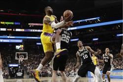 NBA》詹皇一眉哥聯手 湖人逆斬馬刺奪8連勝