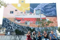 馬國藝術家行銷台西鄉 打造「看見台西」彩繪牆