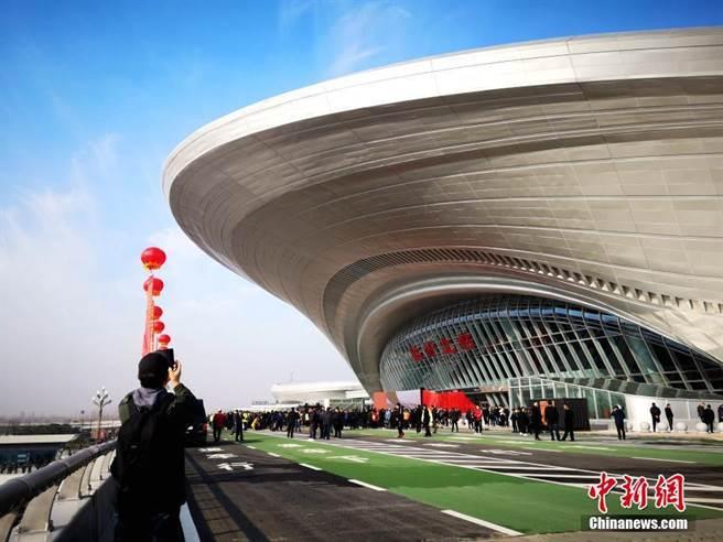 11月26日,日照至蘭考高速鐵路日照至曲阜段正式投入運營,臨沂北站投入使用。(照片取自中新網)