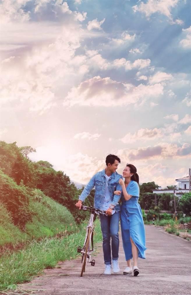 陳謙文推出全新台語單曲〈永遠甲你牽〉,MV中和楊小黎飾演一對戀人。(星火映畫提供)