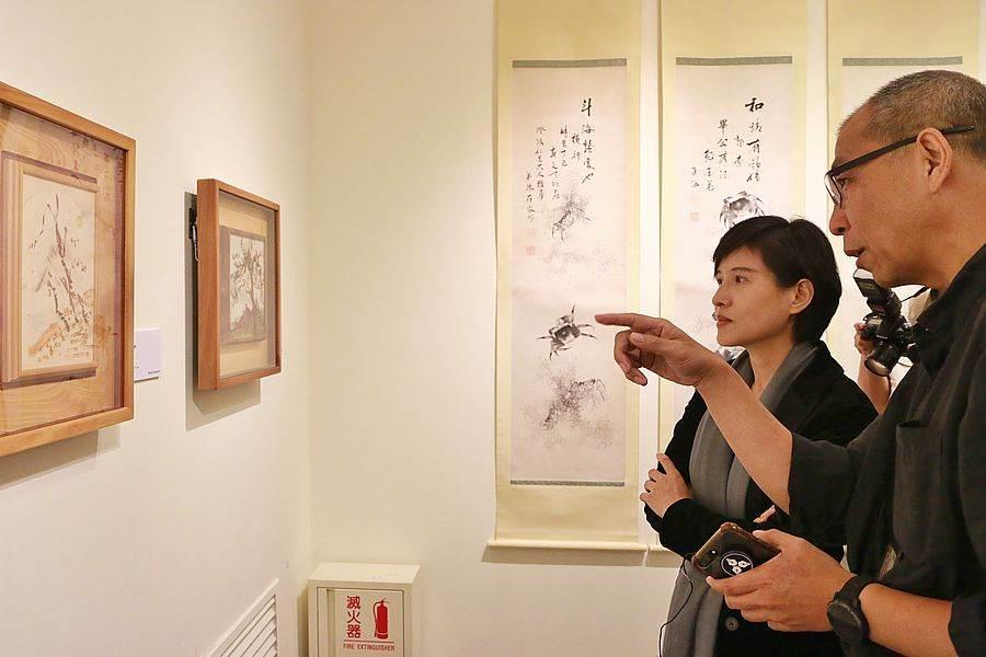 文化部長鄭麗君參觀「線條到網絡-陳澄波與他的書畫收藏」展。(圖取自文化部官網)