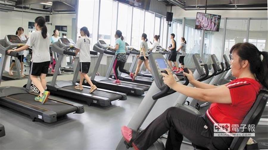 一般人常以為運動後吃東西易發胖,其實研究指出,運動後及時補充優質營養,減脂效果好,同時可以增加肌肉。此為運動示意圖。(資料照片 周綾昀攝)