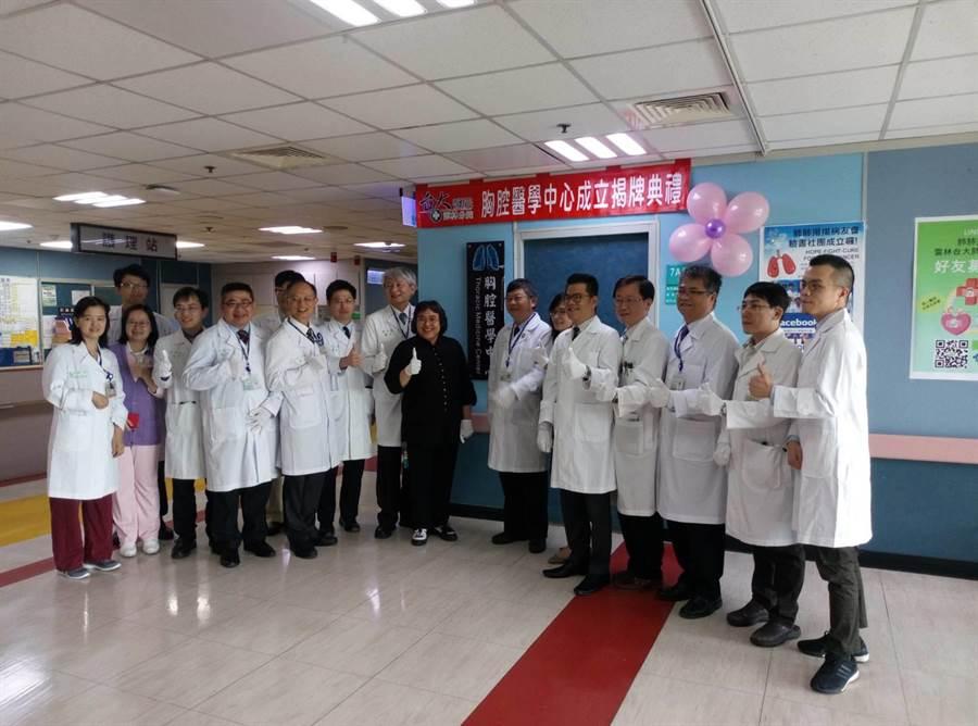 台大醫院雲林分院胸部醫學中心揭牌成立。(許素惠攝)