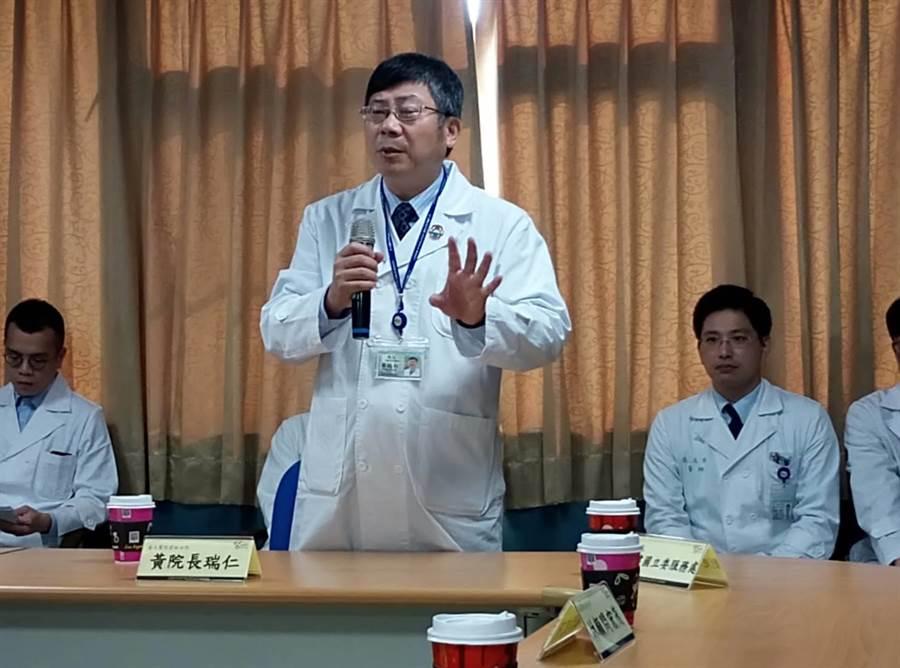 台大醫院雲林分院胸部醫學中心揭牌成立,院長黃瑞仁強調要給雲嘉親和總院一樣的醫療服務。(許素惠攝)
