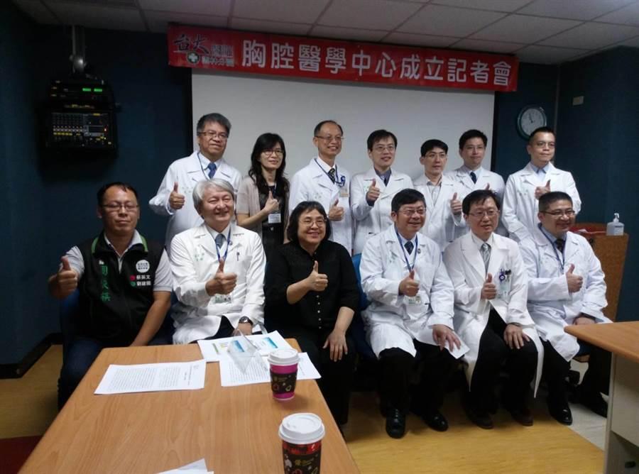 台大醫院雲林分院胸部醫學中心醫療團隊。(許素惠攝)