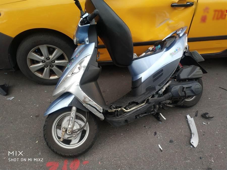 法拉利衝出女機車騎士遭撞死亡(翻攝照片/戴上容新北傳真)