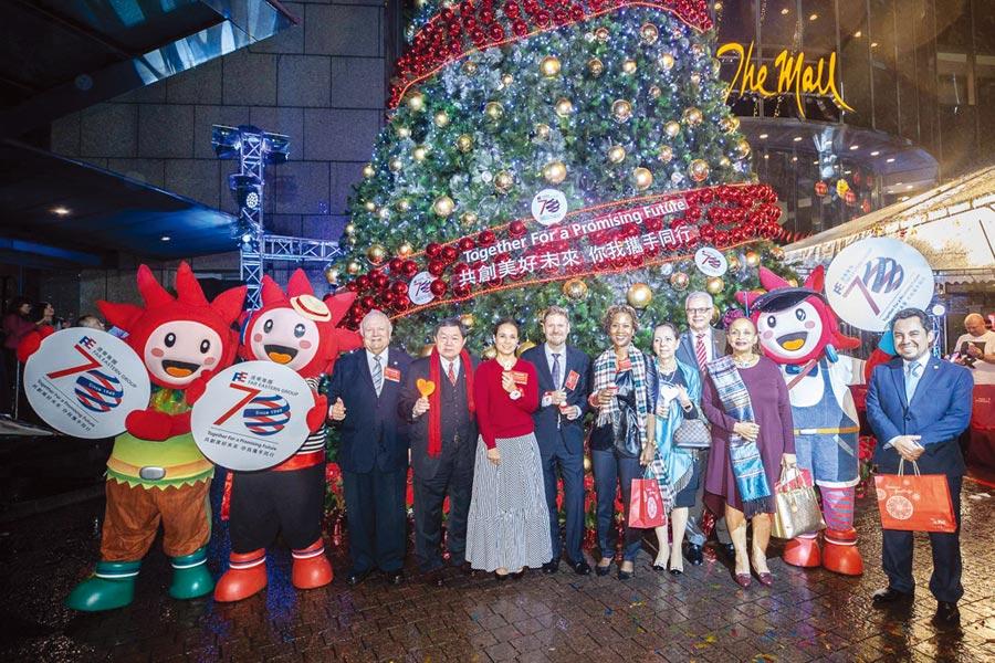 遠東集團董事長徐旭東25晚歡樂點燈,對現今零售景氣相對樂觀。圖/李麗滿