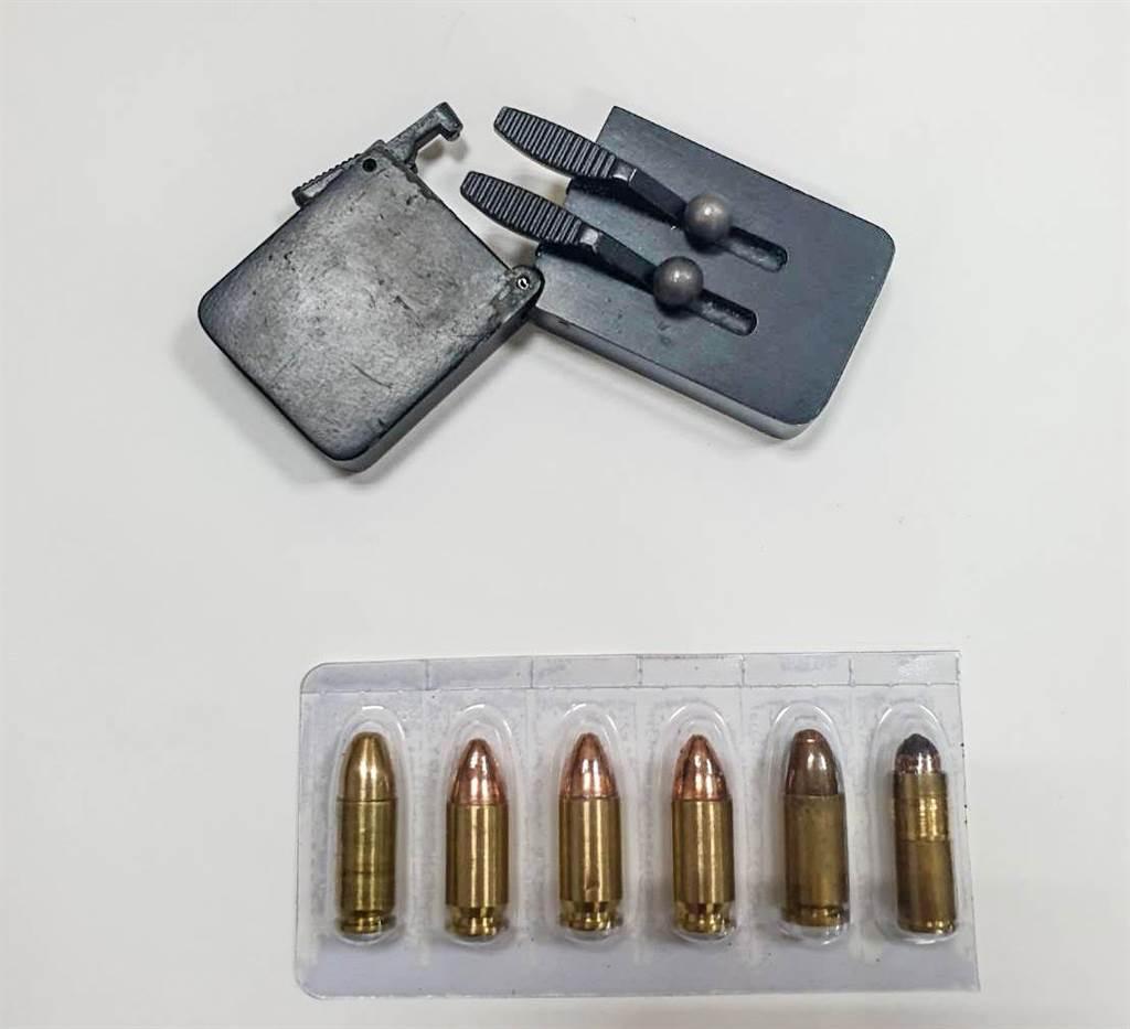 新竹市警方查獲罕見的名片手型手槍。(警方提供/羅浚濱新竹傳真)