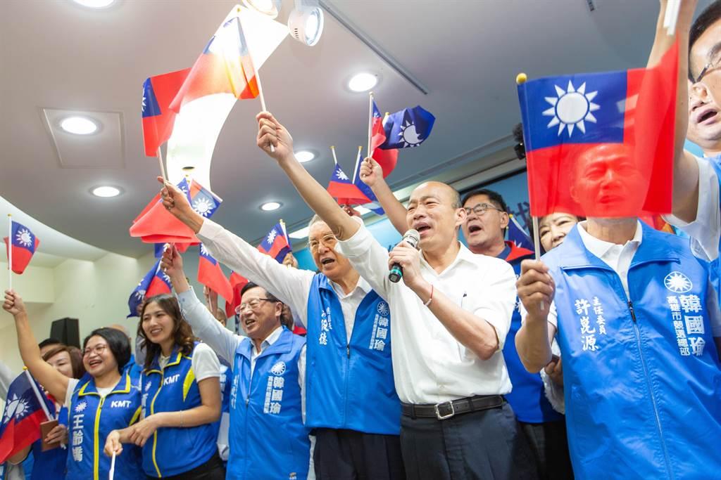 國民黨總統參選人韓國瑜(白衣者)。(中時資料照)