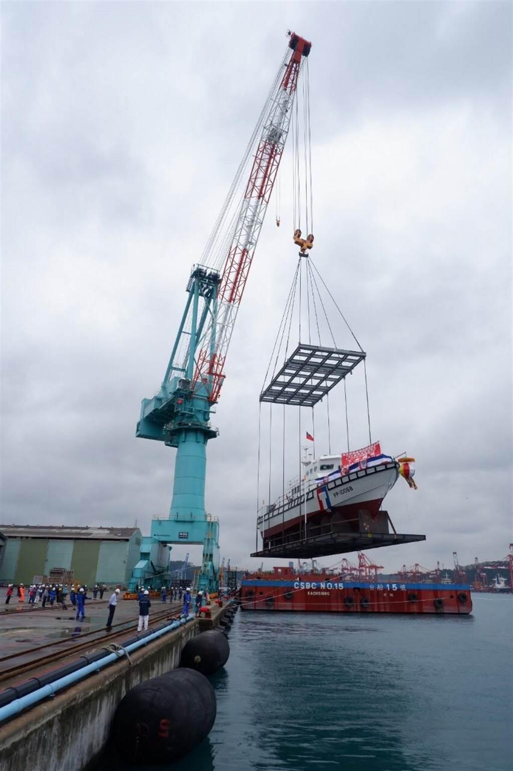 台船接手海巡百噸級巡防艦,首艘「PP-10068」今完工下水。(海巡署提供/許家寧基隆傳真)
