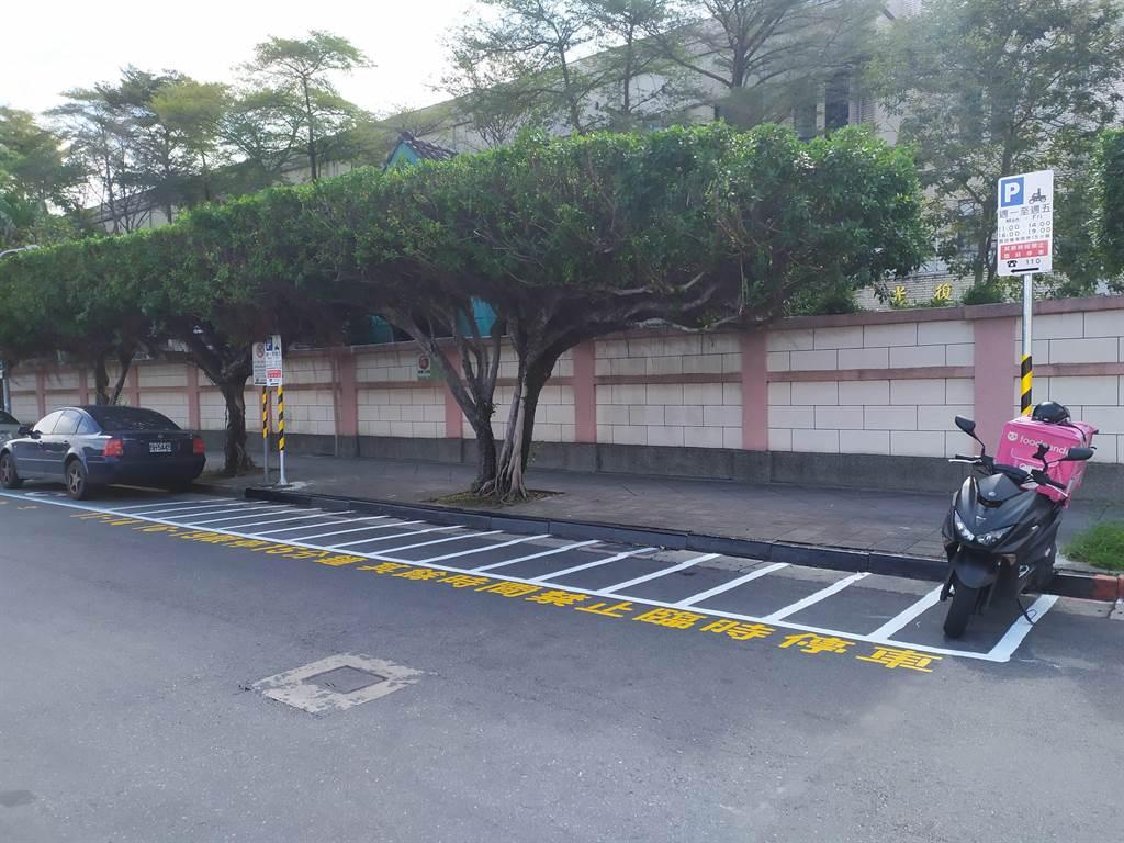 北一女中校門外今起設置外送臨時停車格,解決機車停放需求。(台北市停管處提供/游念育台北傳真)