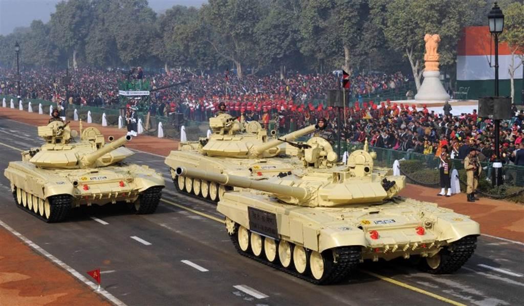 印度已有1100輛T-90戰車,他們再花12億美元,購得俄T90S戰車技術。(圖/印度國防部)