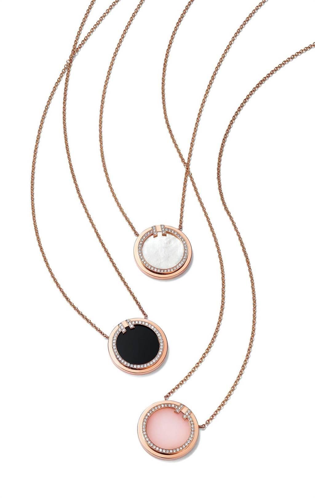 Tiffany T Two 鍊墜,白色珍珠母貝款8萬3000元、黑色縞瑪瑙款8萬3000元、粉色蛋白石款8萬7000元。(Tiffany & Co.提供)