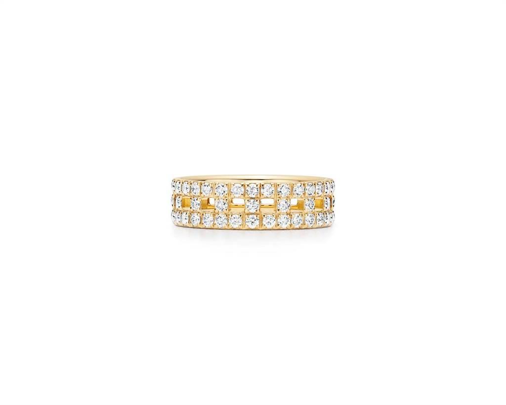 秋冬新款Tiffany T True黃K金寬版鋪鑲鑽石戒指, 19萬4000元。(Tiffany & Co.提供)