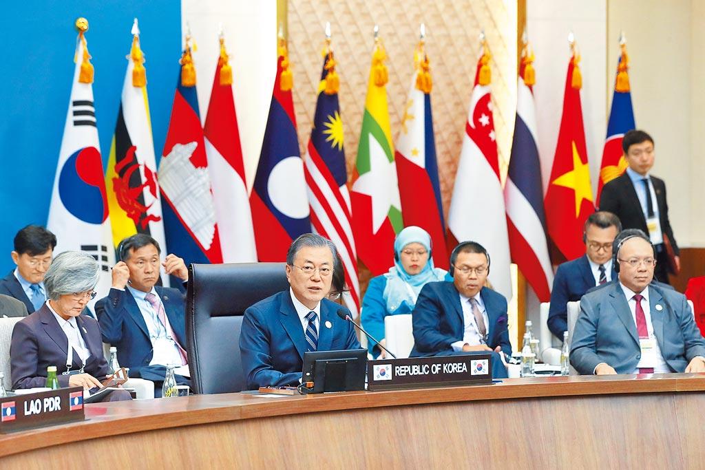 南韓總統文在寅的「新南方政策」在東南亞愈走愈順,他推動自貿協定(FTA)的策略也持續開花結果,儼然令南韓找到了經濟上的活路。(美聯社)