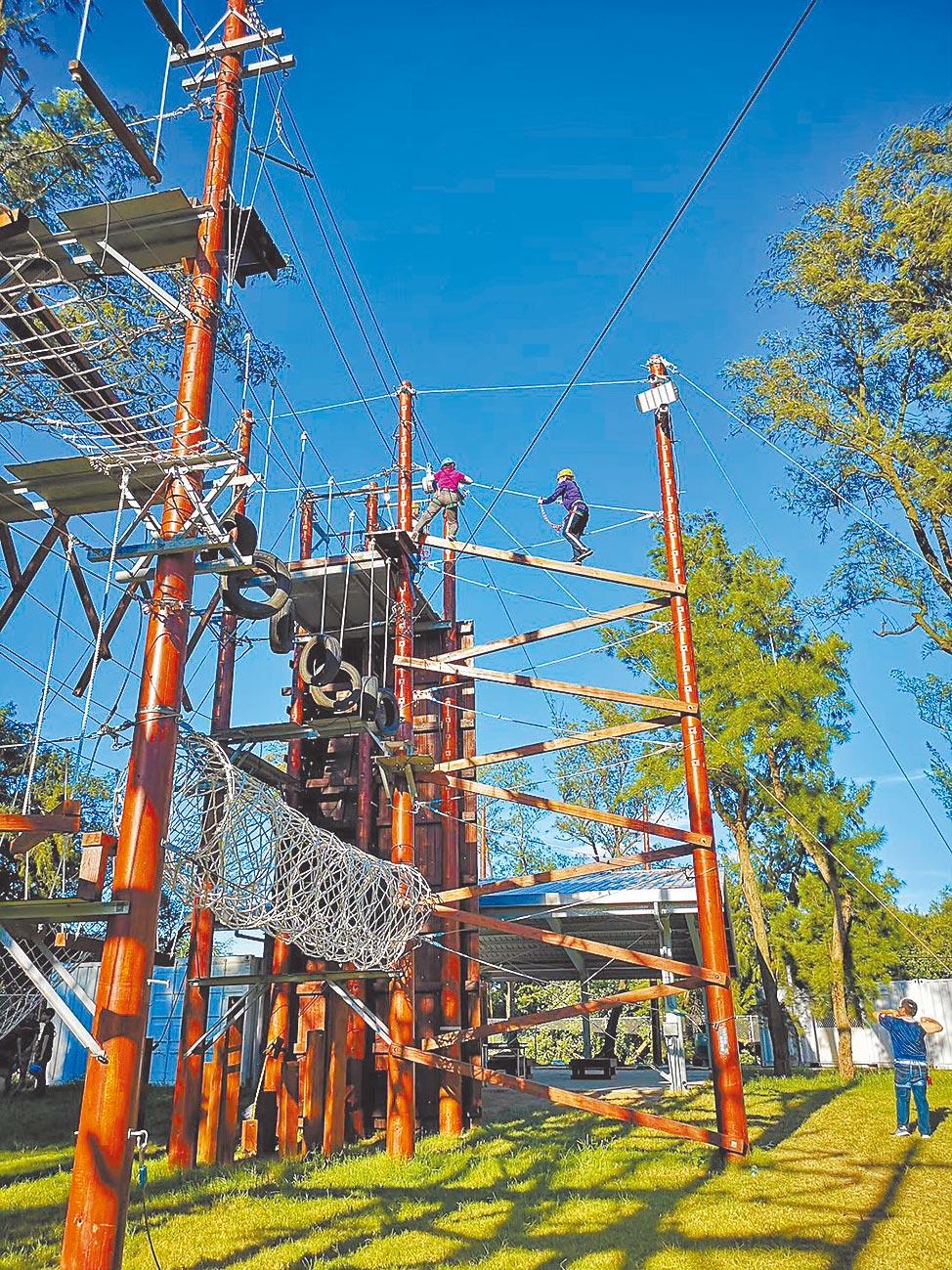 桃園青年體驗學習園區,是北台灣擁有最多高低空設施的探險活動體驗場。(青年事務局提供/邱立雅桃園傳真)