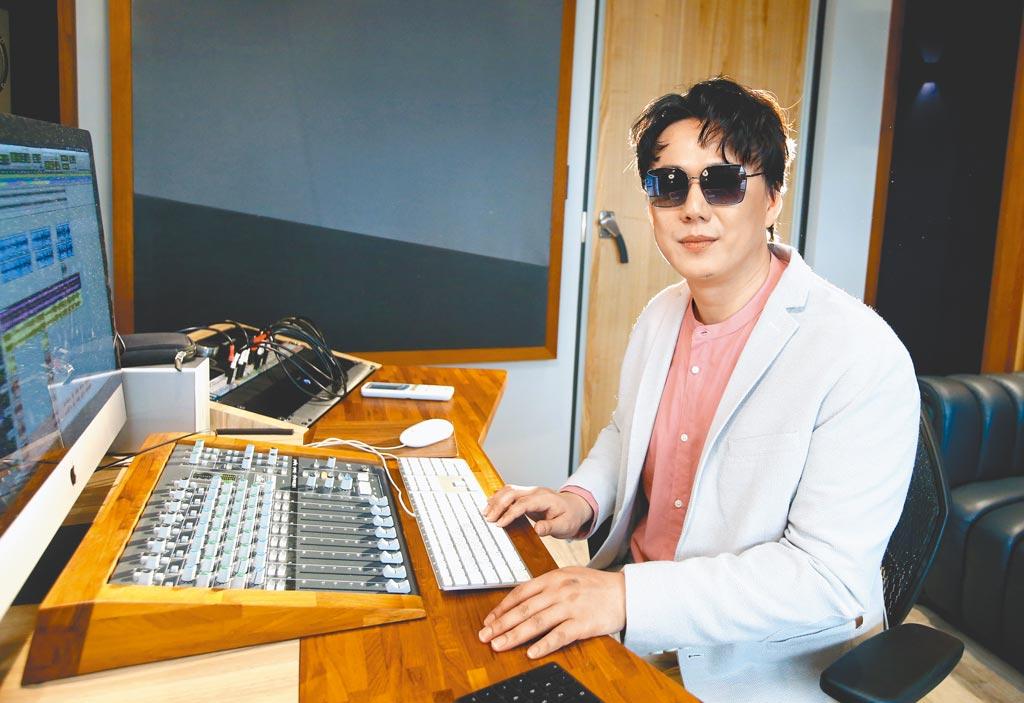 蕭煌奇不吝開放錄音室給視障歌手使用,幫助更多人圓夢。(粘耿豪攝)