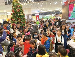 Global Mall熱鬧迎聖誕 全台七店小熊學校 聖誕樹同時齊點燈