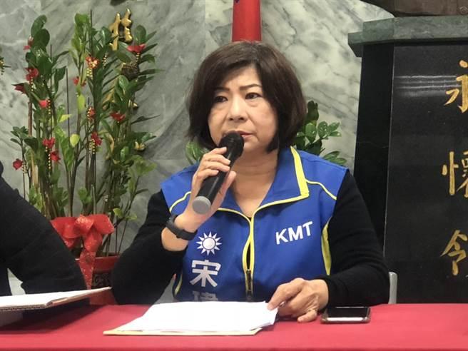 國民黨立委參選人宋瑋莉月初拋出體育場改建、加蓋風雨設施。(許家寧攝)