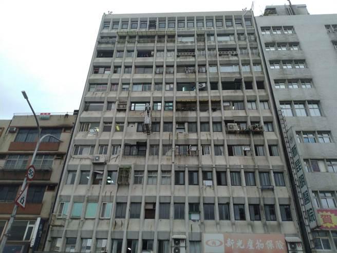 永隆大廈獲補助與自籌共1393萬,將進行外觀拉皮改善工程。(許家寧攝)