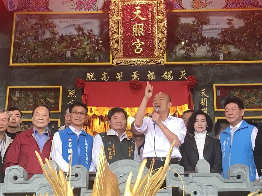韓國瑜說,他在玉皇大帝前立誓,一定會一心為百姓打拚,重現「台灣錢淹腳目」的榮景。(胡健森攝)