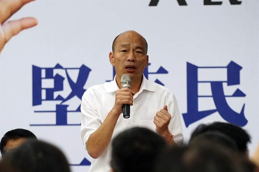 國民黨總統參選人韓國瑜今天前往羅東鎮,聽取低薪等意見問題後,韓國瑜強調,再關起門來,台灣絕對是死路一條。(李忠一攝)