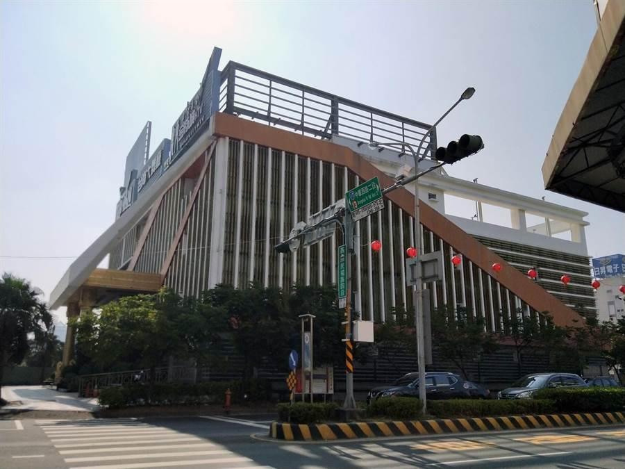 台南安平區某舞場傳出槍響,造成2名酒客受傷送醫。(洪榮志攝)