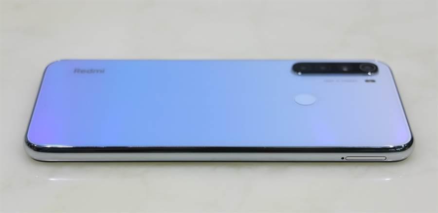 Redmi Note 8T機身照片(右側)。(黃慧雯攝)
