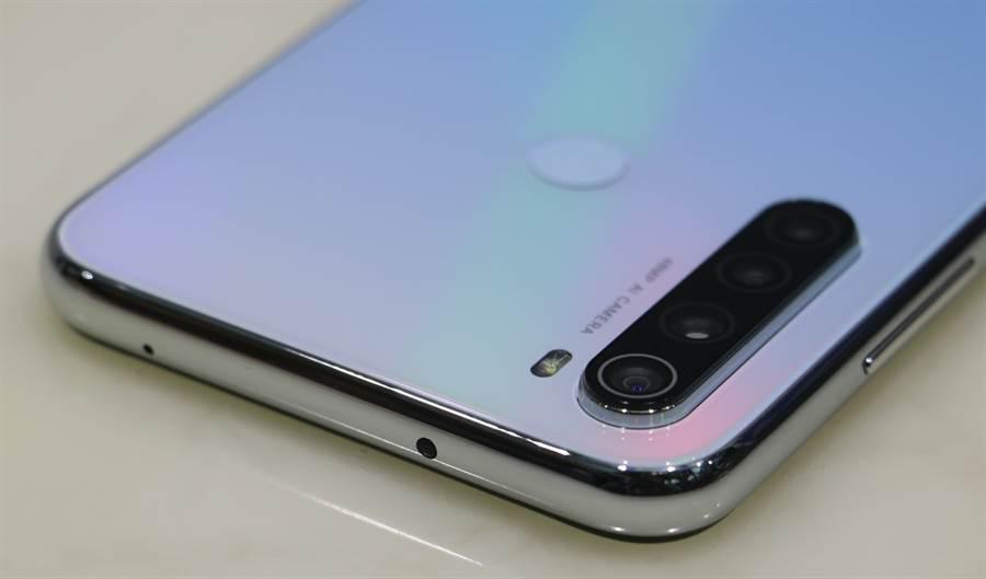 Redmi Note 8T機身照片(頂端),指紋辨識感測位置在背面上端。(黃慧雯攝)