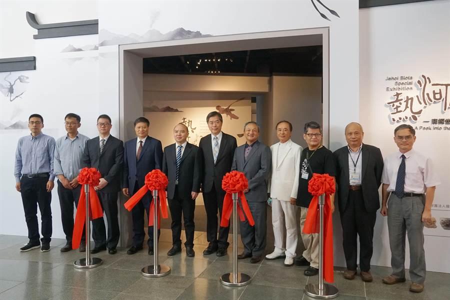 科博館舉行「窺探世界級的古生物化石寶庫-熱河生物群特展」開幕儀式。(科博館提供/陳淑芬台中傳真)