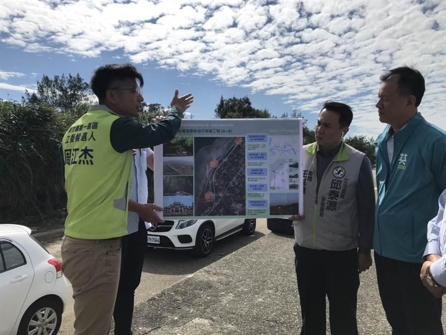 立委候選人周江杰(左)本身長期自行車,也對自行車道的建立提供建議。(莊旻靜攝)