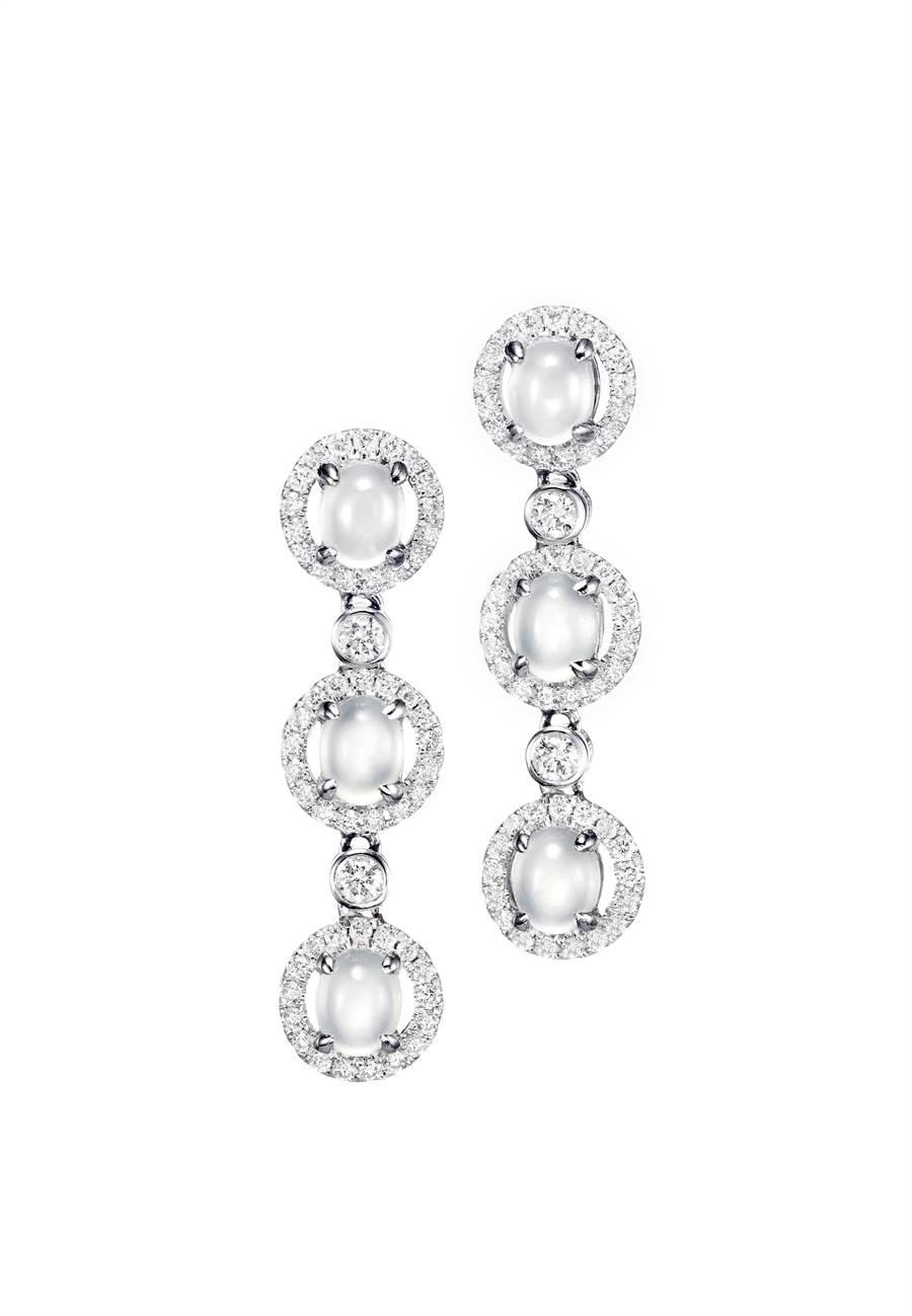玉世家白翡鑲鑽耳環,18萬8000元。(JADEGIA提供)