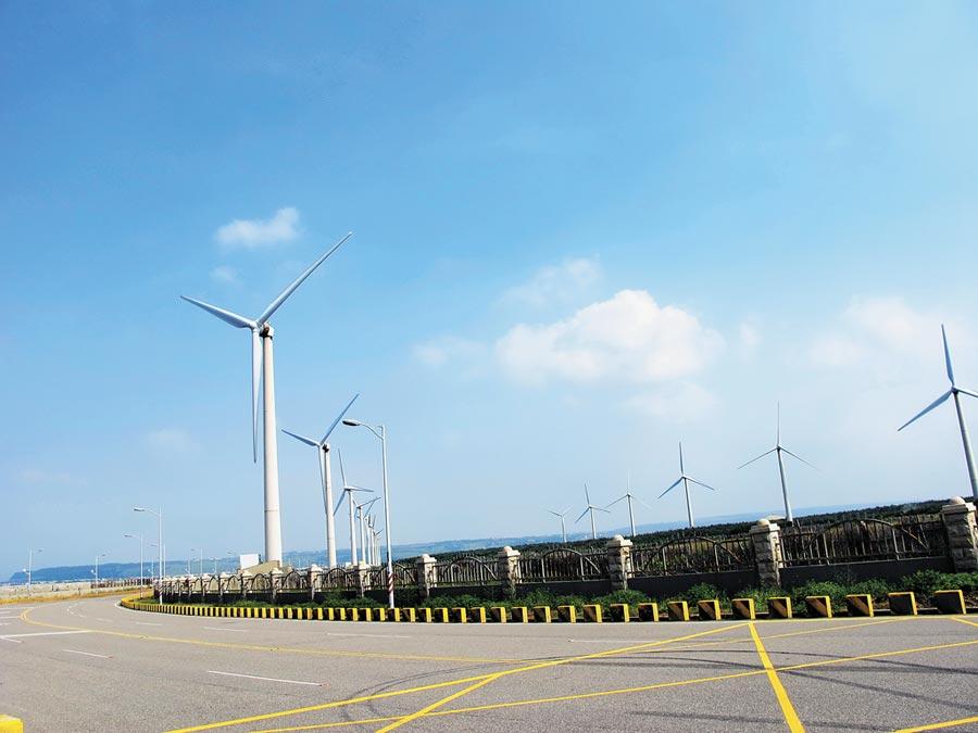 台中市府爭取下一波海上發電廠址設置於轄內海域,發展成國際大廠採購綠電的重要綠色供應鏈。(盧金足攝)
