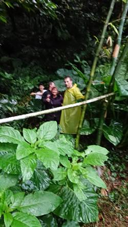 美婦誤闖金瓜石山區 跌邊坡險失溫