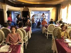 感恩節回饋鄉里 34年歷史老飯店餐廳招待50位弱勢家庭用餐