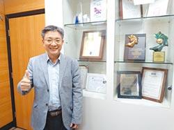 交大邱俊誠教授團隊研發 智慧隱形眼鏡平台 明年臨床實驗
