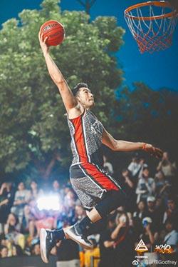 LV欽點時尚寵兒 高以翔原有籃球夢