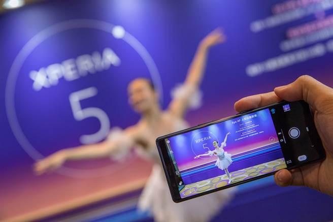 Sony Mobile預告Xperia 1軟體更新,除了專業的人眼追蹤對焦功能,更強化10 fps AF AE能力,每秒高達30次自動對焦與曝光計算。(Sony Mobile提供/黃慧雯台北傳真)