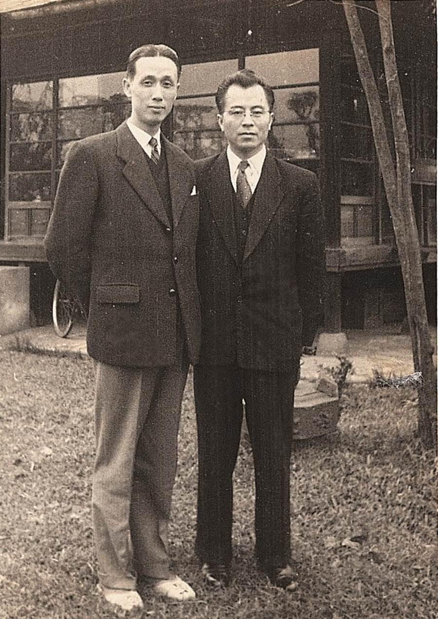 辜振甫(左)與葉明勳連襟合影。(圖/葉文心提供)