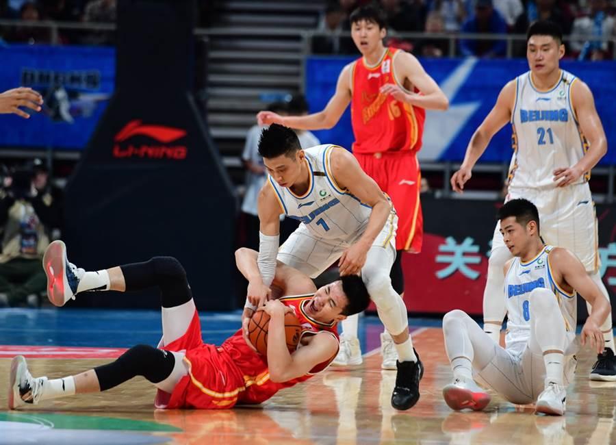儘管才剛傷癒復出,林書豪28日仍拿22分、7助攻與3籃板的優異表現,幫助北京輕鬆擊敗八一。(新華社)