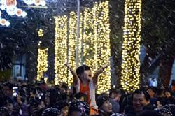 屏東聖誕節點燈 公園驚降冬雪