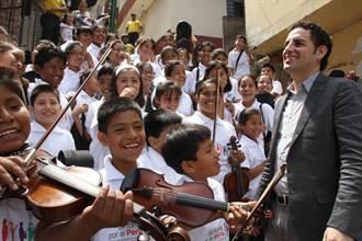 音樂改革社會 佛瑞茲用小提琴取代槍枝