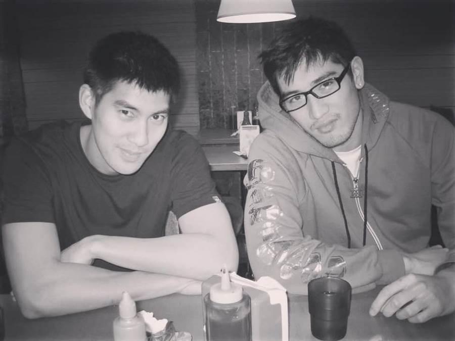 毛加恩(左)與高以翔是多年好友。(圖/摘自毛加恩FB)